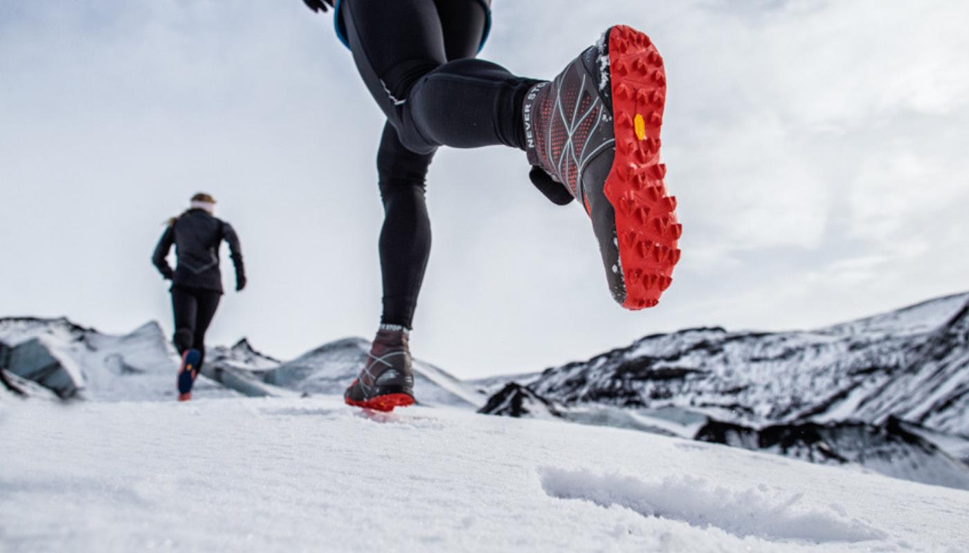 W jakich butach biegać zimą? Recenzja nowych modeli marki Salomon • PORADNIK