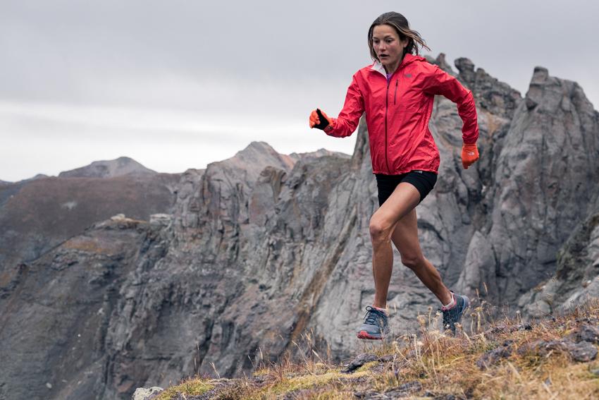 Damskie kurtki - czym powinna wyróżniać się idealna damska kurtka w góry?